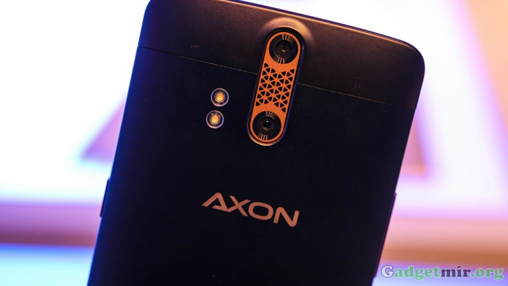 ZTE Axon_1