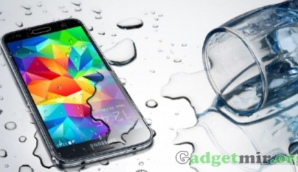 Galaxy S5 сохраняет живучесть под водой и даже в стиральной машине!