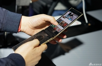 Компания Samsung выпустила новую раскладушку